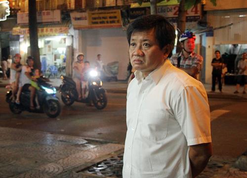 Captain Sidewalk hits Saigon streets again
