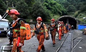 China mine blast kills 11, traps 25