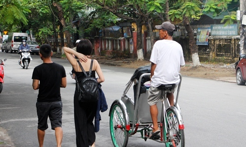 Cyclo driver fined for ripping off tourists in central Vietnam