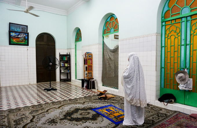 Inside Saigons sacred 80 year old Mosque - 7