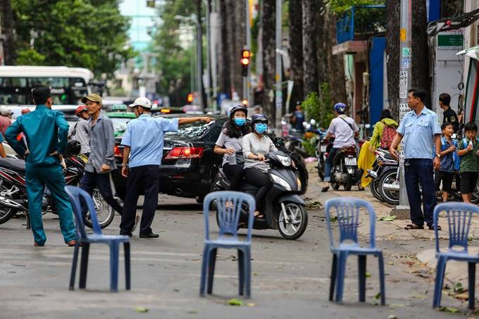 Police put up a makeshift fence on Tran Binh Trong Street, District 5, to keep travelers from a leaning tree.