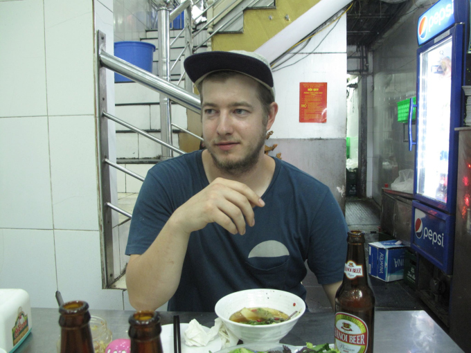 Kevin Holmes from Seattle has bun cha at the same restaurant that Anthony Bourdain had selected in Hanoi as a way to pay tribute to his idol. Photo by Tuan Hoang