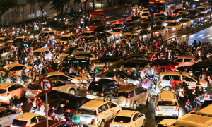 Traffic mayhem chokes roads near Vietnam's biggest airport