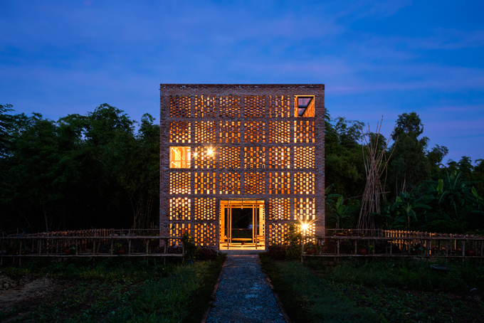 All aglow: At first glance, the building looks like a traditional ceramic kiln with a touch of Cham culture.
