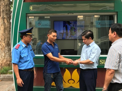 Hanoi driver pays heavy price for overcharging tourist