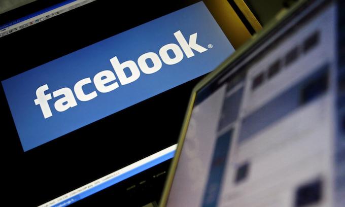 Facebook news use declining, WhatsApp growing: study