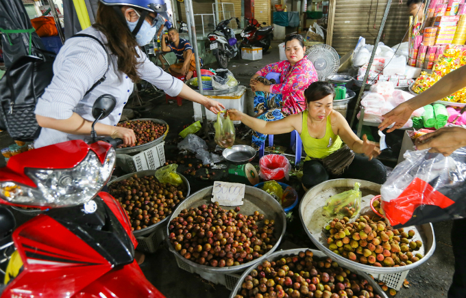 saigon-cleanses-body-and-soul-in-pest-killing-fest-6