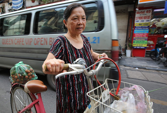 Mai An (Ly Thai To street, Hanoi) woke up early today to shop for the festival and prepare to kill the pests.In Saigon, typical festival food dishes are early prepared and seld in Ba Hoa market in Tan Binh District.