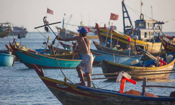 Malaysia arrests 12 Vietnamese for illegal fishing