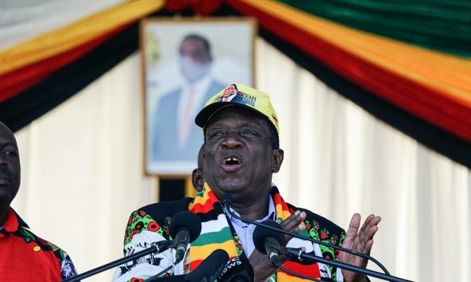 Blast rocks Zimbabwe president's rally