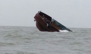Chinese vessel sinks off Vietnam's northern coast