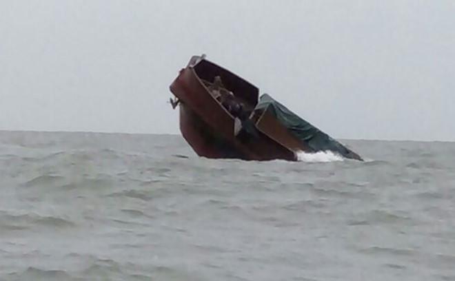 Chinese vessel sinks off Vietnam's northern coast