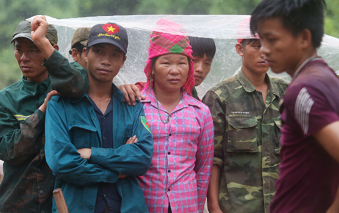 Other relatives of missing people stand in the rain, waiting for information of their beloved. The landslide swept away five people in total and the body of the first one, a young man, was found on Wednesday morning.
