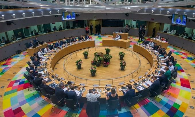 EU cuts migration deal after marathon talks, differences remain