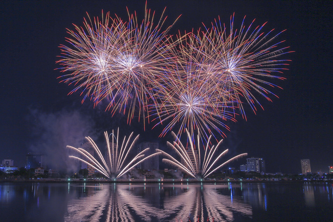 Italy was announced the winner of the annual Da Nang  International Fireworks on Saturday night with dazzling performance that follows The  Legend of Bridges theme this year.