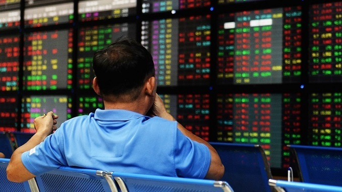 Vietnam stock market hits new low, could go lower