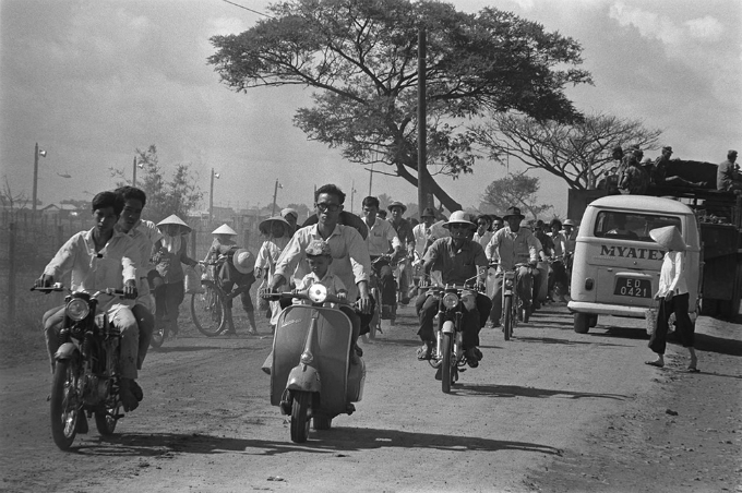 Saigon in the 60s: a black and white portrayal - 1