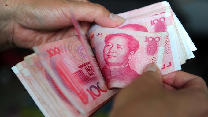 Yuan fall worries Vietnamese firms