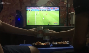 Hanoi home-cooked food delivery scores big in late night World Cup matches