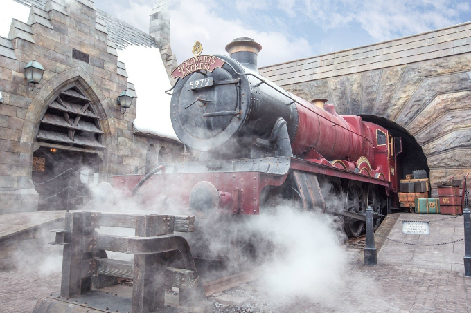 A replica of the Hogwarts Express in Harry Potter theme park. Credit:  & Warner Bros. Entertainment Inc. Harry Potter Publishing Rights  JKR.(s18)