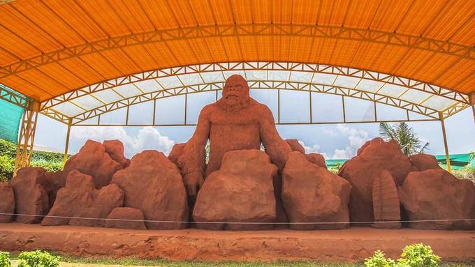 Vietnams first sand statue park tells stories - 1