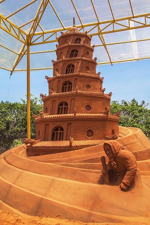 Vietnams first sand statue park tells stories - 6