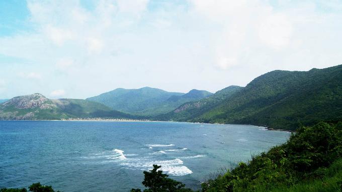 Take a summer trip to Vietnams majestic archipelago