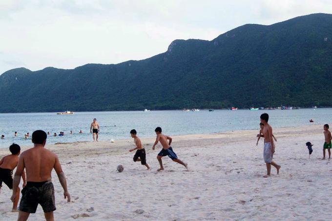 Take a summer trip to Vietnams majestic archipelago - 9