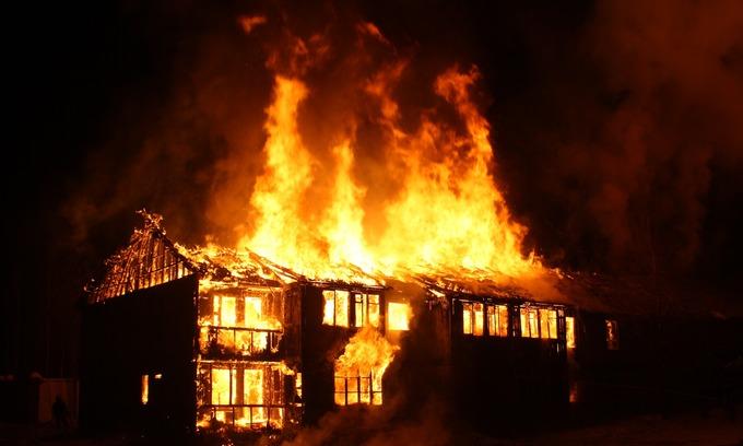 Massive blaze guts 60 homes of Vietnamese in Cambodia