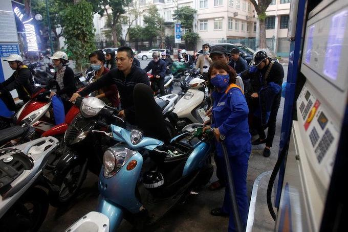 Vietnam postpones plans to increase fuel tax