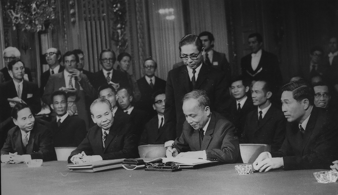 Delegation of the Democratic Republic of Vietnam at the signing ceremony of the Paris Agreement (January 27, 1973). Photo courtesy of Archive Department - Central Office of Communist Party.