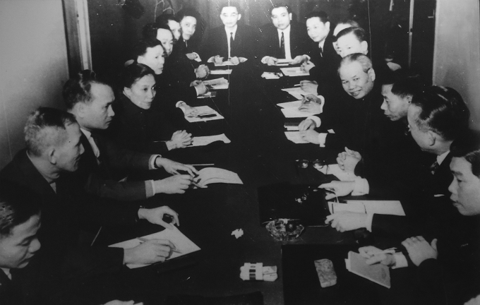 Delegates of Democratic Republic of Vietnam and National Liberation Front of South Vietnam were discussing at the four-party conference on Vietnam in Paris. Photo courtesy of Vietnam National Museum of History.