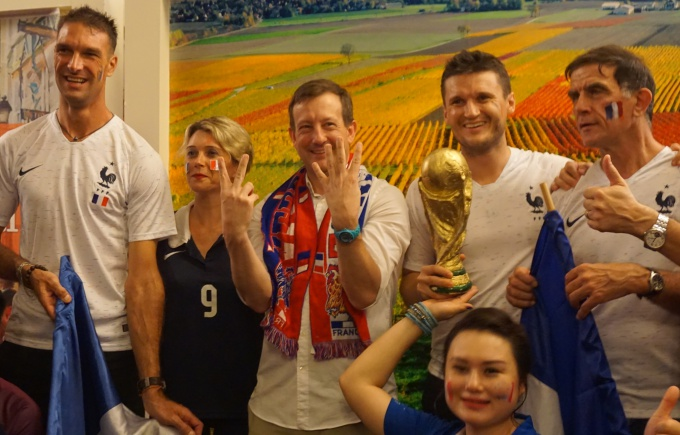 French Ambassador to Hanoi, Bertrand Lortholary, (C) poses with the fans as he raises his fingers for the final score. VnExpress/Trong Giap