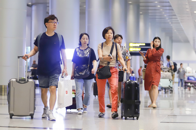 South Korean visitors at Da Nang International Airport in Da Nang City. Photo by VnExpress/Nguyen Dong
