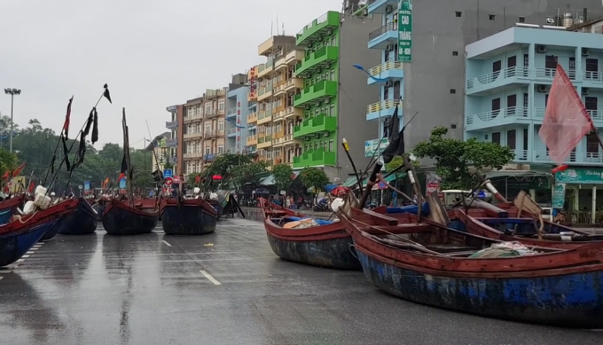 Fishing boats settle on a street in Thanh Hoa on Wednesday. Photo by VnExpress/Le Hoang