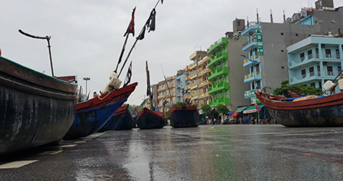 Fishing boats take shelter from the storm in Thanh Hoa Province in central Vietnam. Photo by VnExpress/Le Hoang