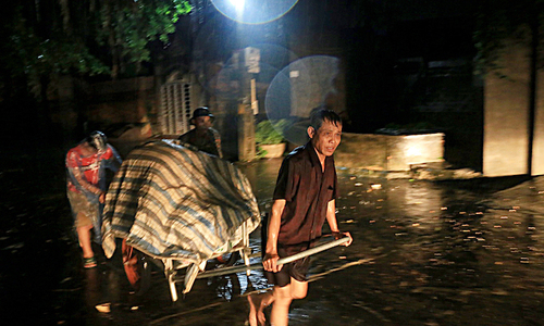 Hanoi residents work all night to save their belongings from flooding