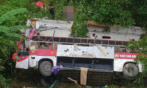 4 killed, 10 injured as bus plunges off cliff in northern Vietnam