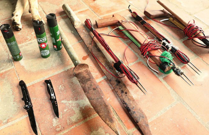 A police photo shows weapons confiscated from a dog theft gang in Ha Tinh Province on Friday.