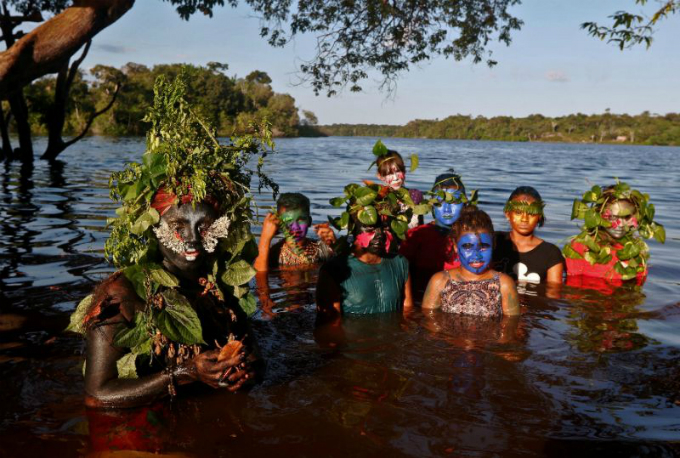 As Uyra Sodoma, Emerson Munduruku tries to immerse children into a deeper understanding of nature. Photo by AFP/Ricardo Oliveira