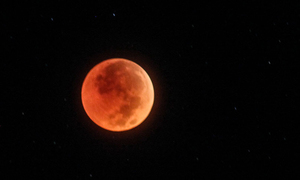 Vietnam watches longest lunar eclipse of the 21st century