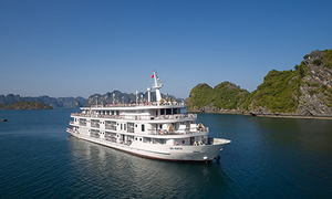 Spanish family books Ha Long Bay cruise on non-existent vessel