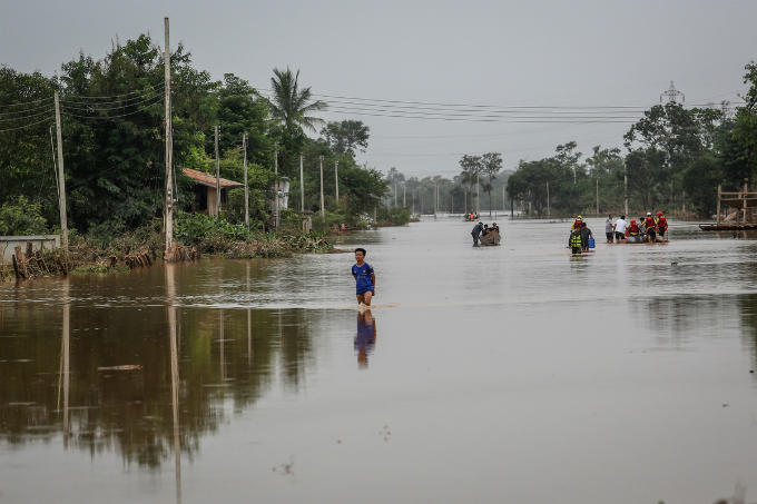Remote villages in the Attapeu province, the southernmost part of Laos, are still submerged in muddy waters, paralyzing traffic around the area and obstructing rescue efforts. Photo by VnExpress/Thanh Nguyen