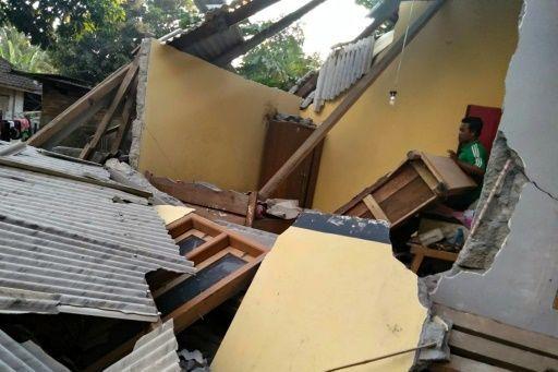 Strong quake kills 13, injures hundreds, on Indonesia holiday island