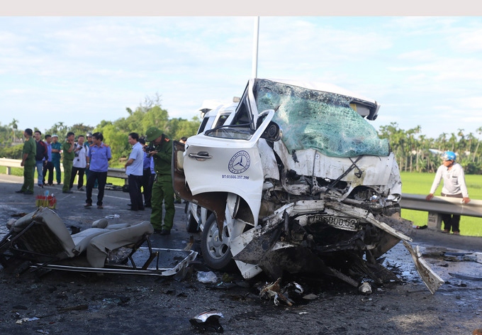 Картинки по запросу 13 killed as wedding coach, container truck collide in Vietnam