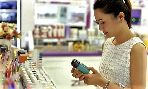 Vietnamese brands look plain as foreigners wear the beauty industry crown