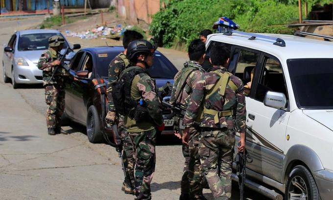 Van explosion kills 10 at checkpoint in Philippine south: army