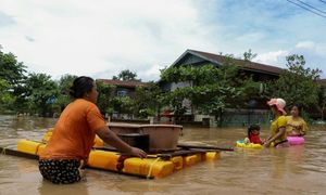 Fears grow as flooding displaces 150,000 in Myanmar