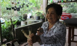 Vietnamese women join slingshot vigilantes to fight sand thieves