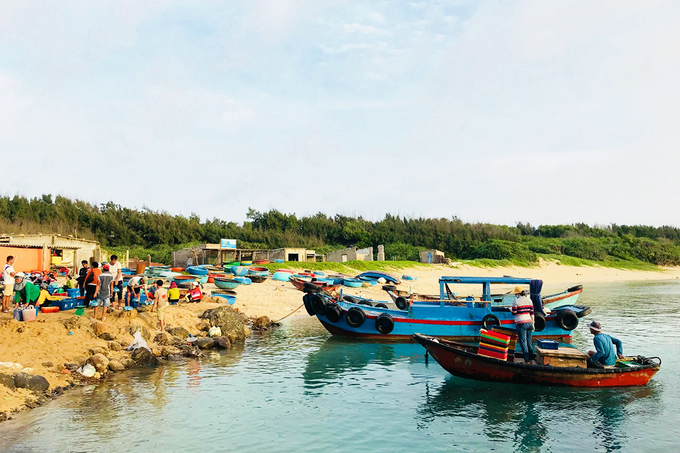 Bai Phu is one of the busy fish distribution points on the island, especially during the windy season. The coracles on the beach are yet to go into action.